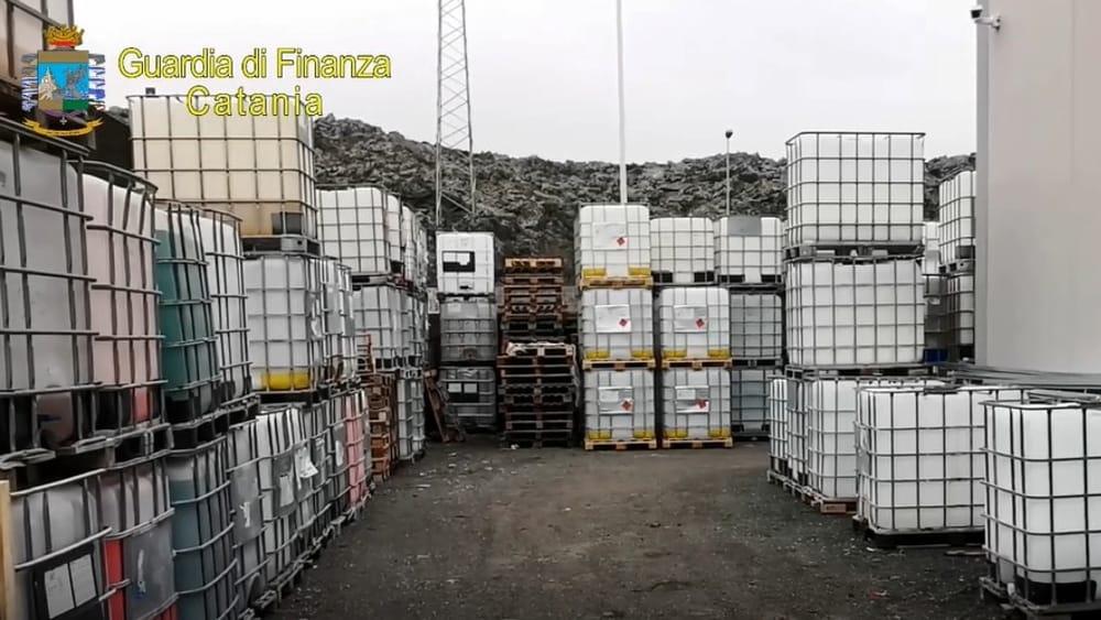 Detergente venduto come sanificante, sequestrati 7 mila litri a Bronte