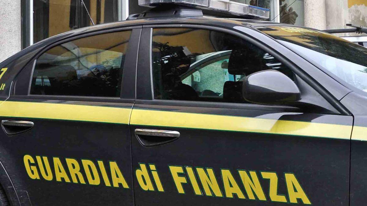 Sicilia, la Finanza di Ragusa sequestra 250.000 mascherine fuori norma