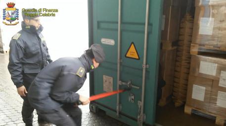 Gioia Tauro, 25 chili di cocaina all'interno di un container: sequestro