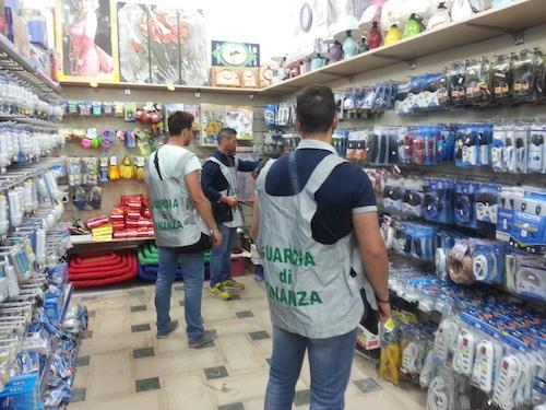 Scicli, cosmetici e giochi pericolosi: 130 mila prodotti sequestrati