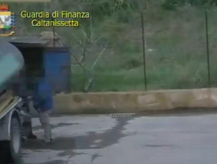 Intascava mazzette per vendere  l'acqua pubblica: due arresti a Gela