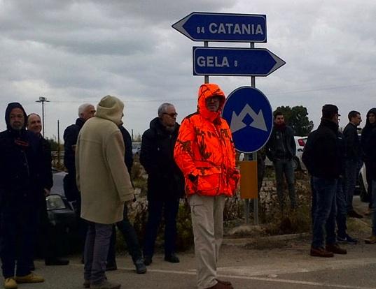 """Gela, i lavoratori Eni bloccano le strade: """"Inganno di Stato"""""""