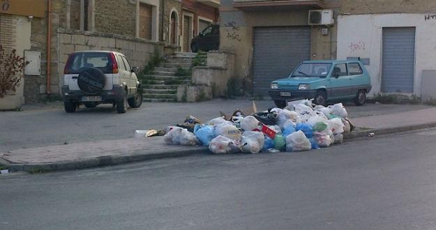 Raccolta dei rifiuti a Gela con gravi disservizi: aperta un'inchiesta