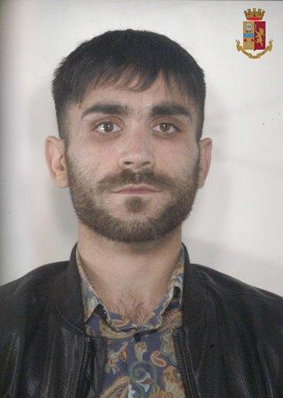 Droga in auto e marijuana e cocaina in casa: 4 arresti ad Adrano (FOTO)