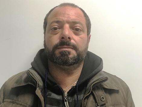 Avola, gli trovano 5 panetti di hashish: finisce agli arresti domiciliari