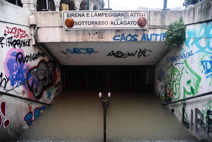 Maltempo a Genova, sfollati in Valpolcevera: 125 abitanti in corso Perrone isolati