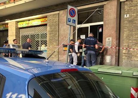 Genova, aggredisce agente: poliziotto gli spara e lo uccide