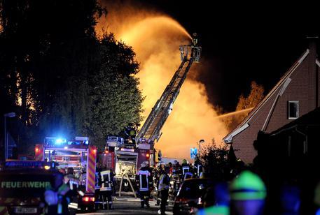 Germania: esplosione distrugge casa a schiera a Brema, tre morti