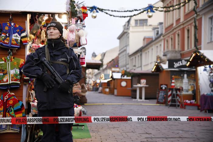 Germania, pacco esplosivo al mercatino di Natale di Potsdam