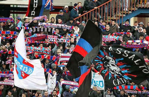 Calcio: bombe carta e tensioni, Daspo per cinque ultras del Catania