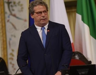 Il Pd elogia Miccichè che salva la Finanziaria: Primo maggio a lavoro all'Ars