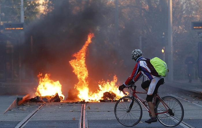 Parigi blindata per la manifestazione dei Gilet gialli
