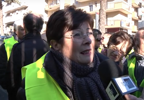 Ragusa, con i gilet gialli per protestare contro la Banca Popolare