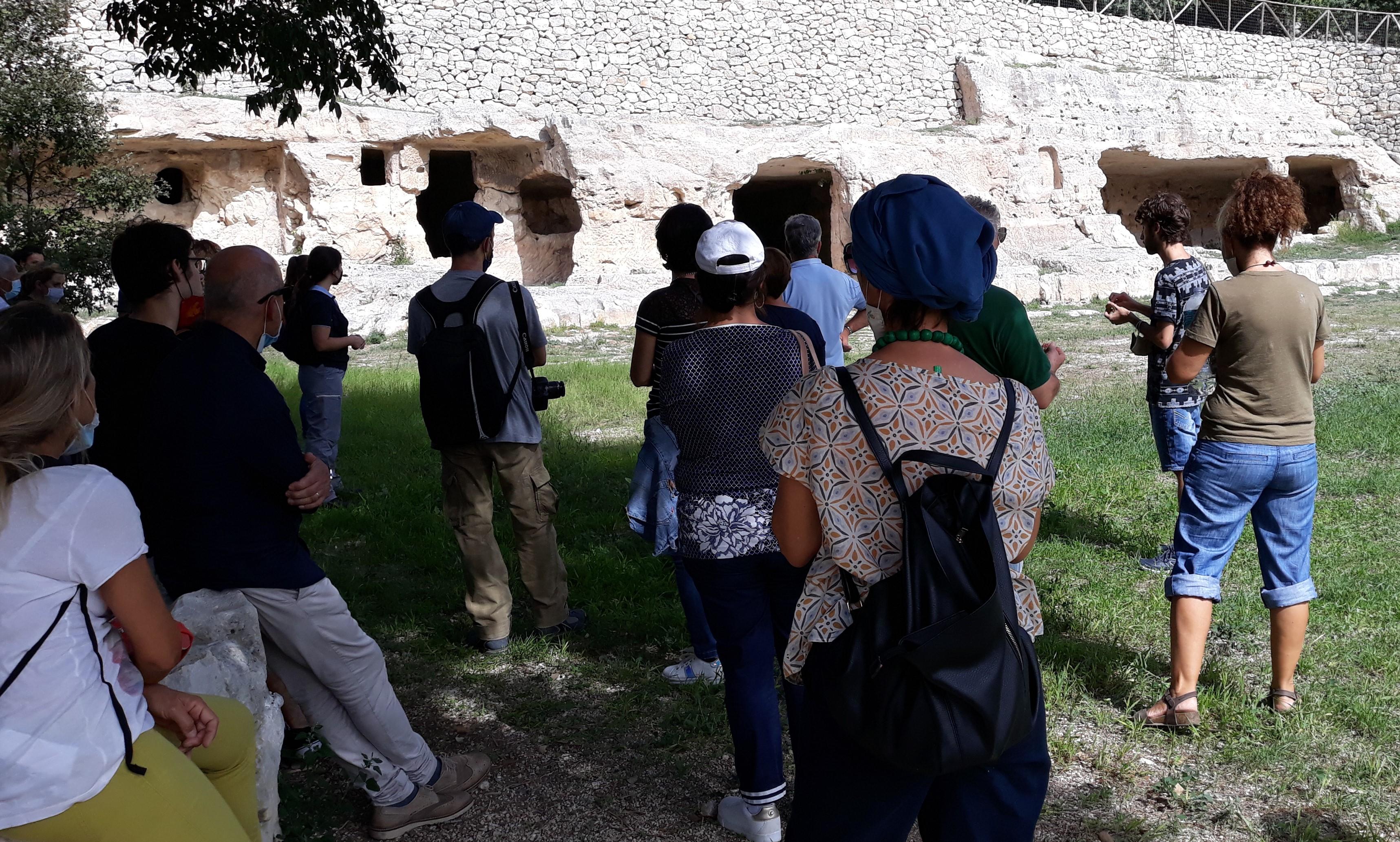 Modica, visita guidata a Cava Ispica e firme per il progetto FAI San Nicolò Inferiore
