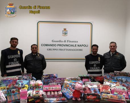 Napoli, 25 milioni di giocattoli contraffatti sequestrati dalla finanza