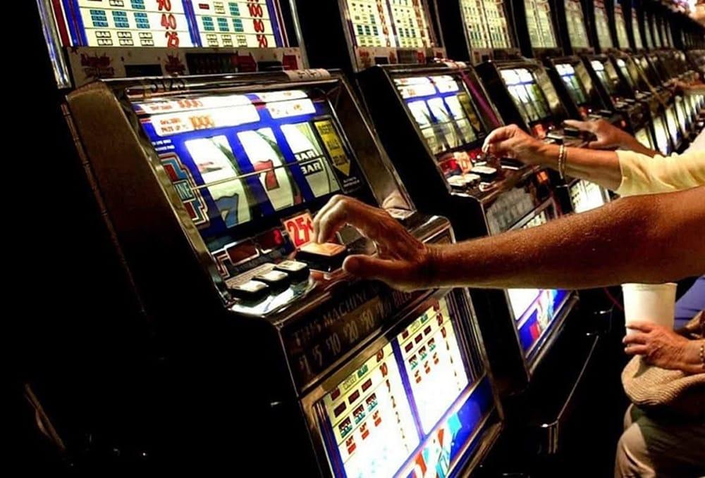 Gioco d'azzardo: stretta a Pozzallo, sale lontane da scuole e chiese