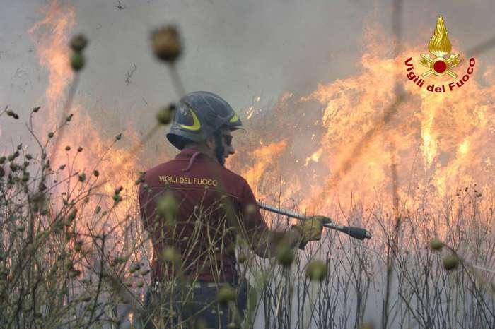 Paura  nel quartiere Ciambra di Gioia Tauro per un incendio