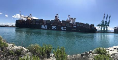 Una delle più grandi portacontainer al mondo per la prima volta nel porto di Gioia Tauro