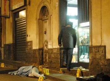 Catania, uccise due rapinatori e ferì un terzo: