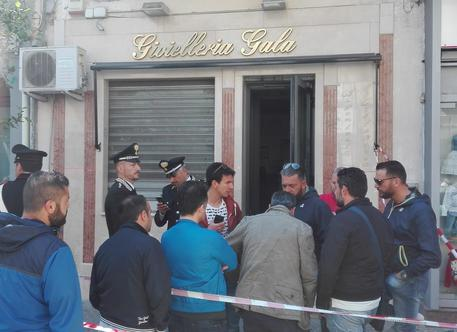 Omicidio nel Napoletano, ucciso un gioielliere di 43 anni