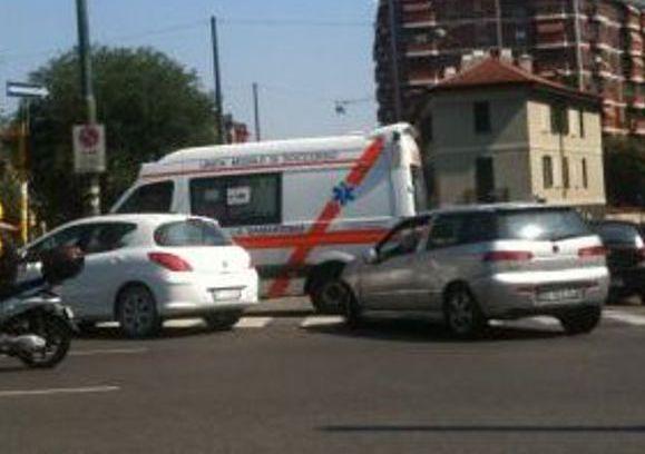 Catania, giovane di Adrano travolto da un'auto al Tondo Gioieni