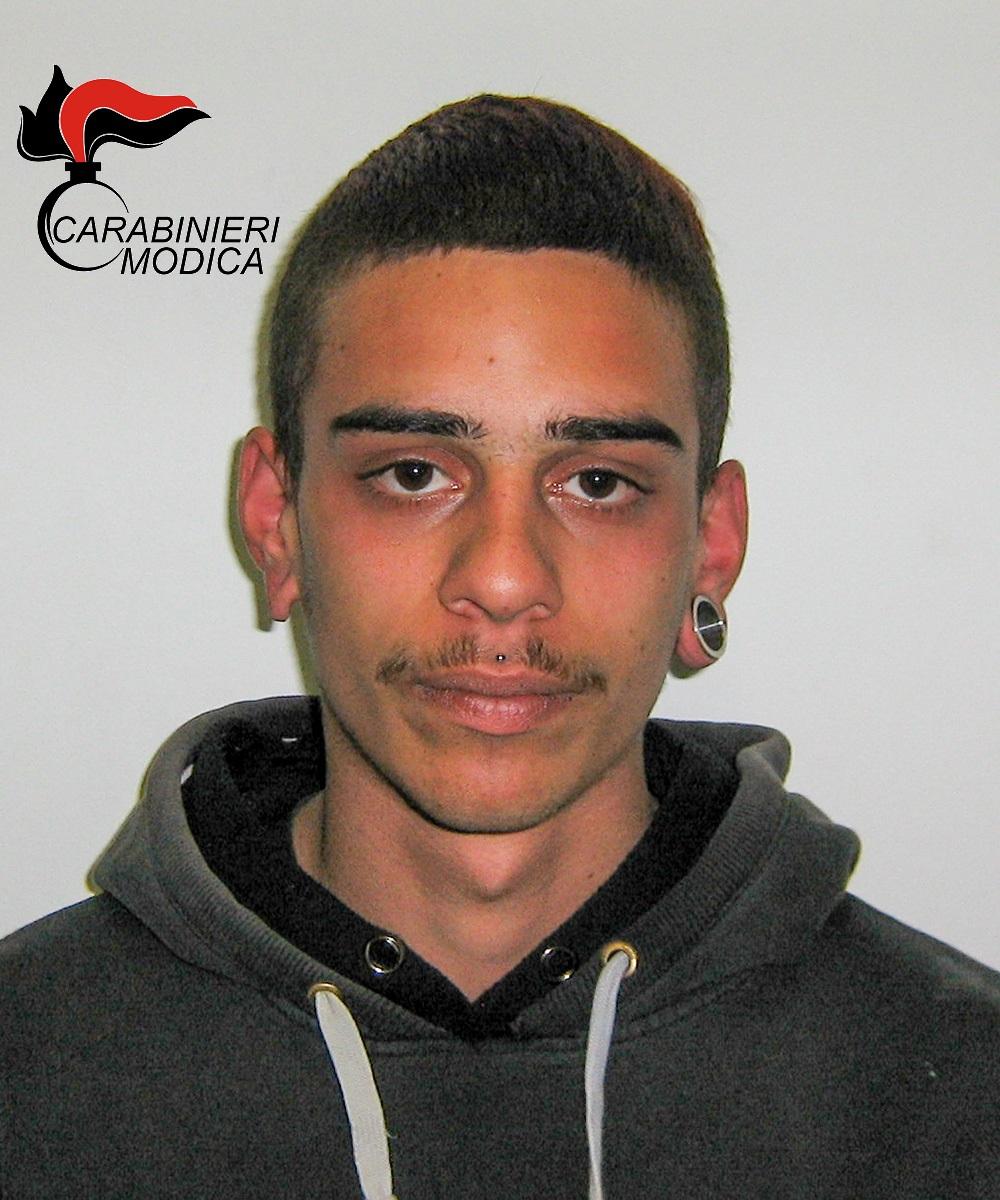 Pozzallo, preso mentre cede la marijuana a tre minorenni