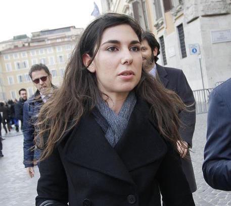 Tornano sul web le foto private della grillina Giulia Sarti