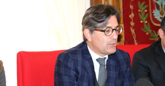 Rosolini, la domenica porta consigli al sindaco: giunta azzerata