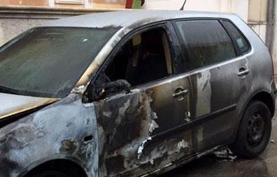 Siracusa, auto in fiamme a Largo Nicolosi: ancora da stabilire le cause