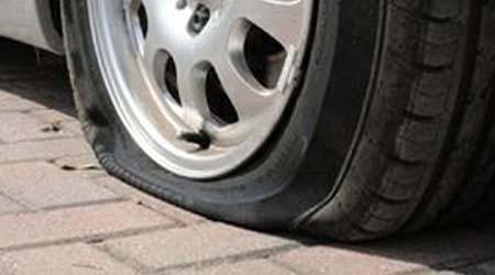 Nel Catanese, taglia le ruote dell'auto della ex moglie: arrestato