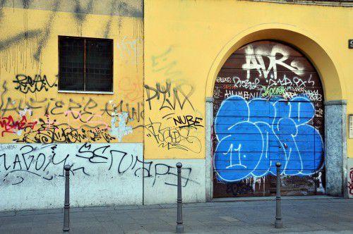 Marina di Modica, imbrattava edifici pubblici e privati: denunciato ragazzo di 14 anni