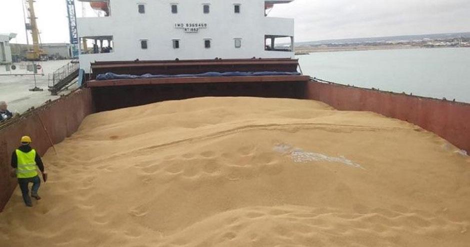 Navi con grano estero sbarcato a Pozzallo, M5S: danno alla filiera locale
