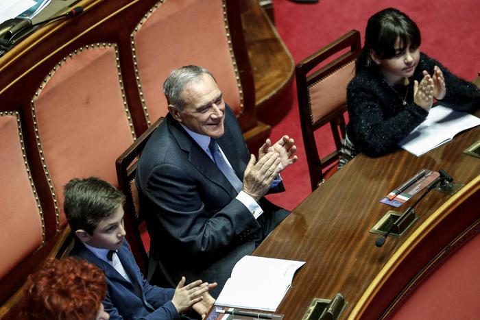 """I presidenti di Camera e Senato: """"Parlamento sciolto"""""""