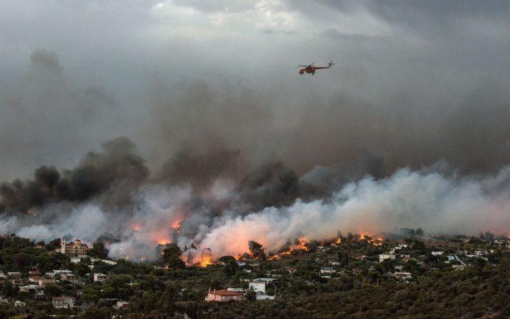 Grecia: gli incendi fanno strage attorno ad Atene, 50 morti