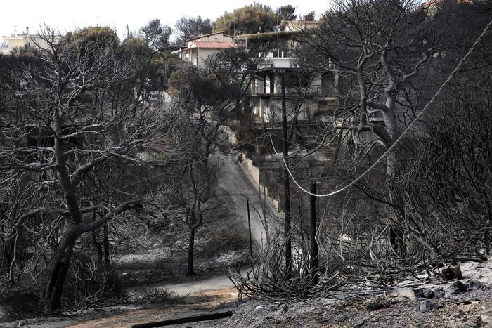 Salgono a 91 i morti per gli incendi in Grecia