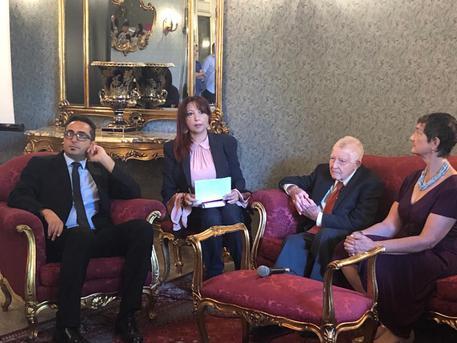 I genitori di Nicolas Green in Calabria, il sindaco di Polistena gli dona una targa