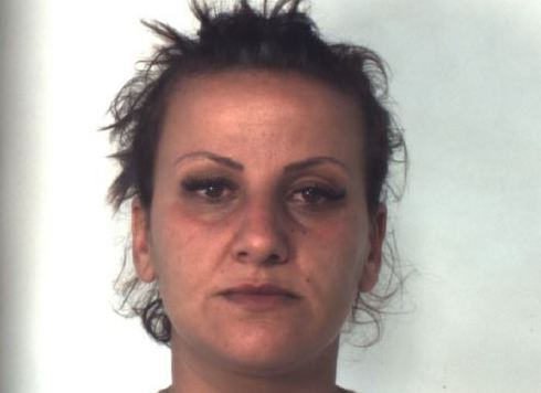 Catania, le perquisiscono la casa e trovano la cocaina in cassetto: arrestata