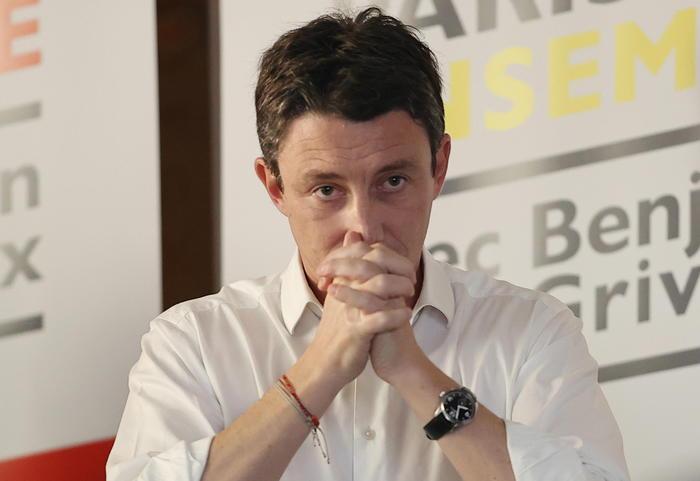 Spuntano immagini sessuali, il candidato a sindaco di Parigi di En Marche si ritira dalla corsa