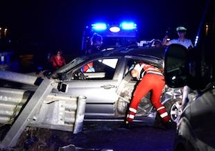Con l'auto finisce contro il guard-rail: un morto sulla Palermo - Catania