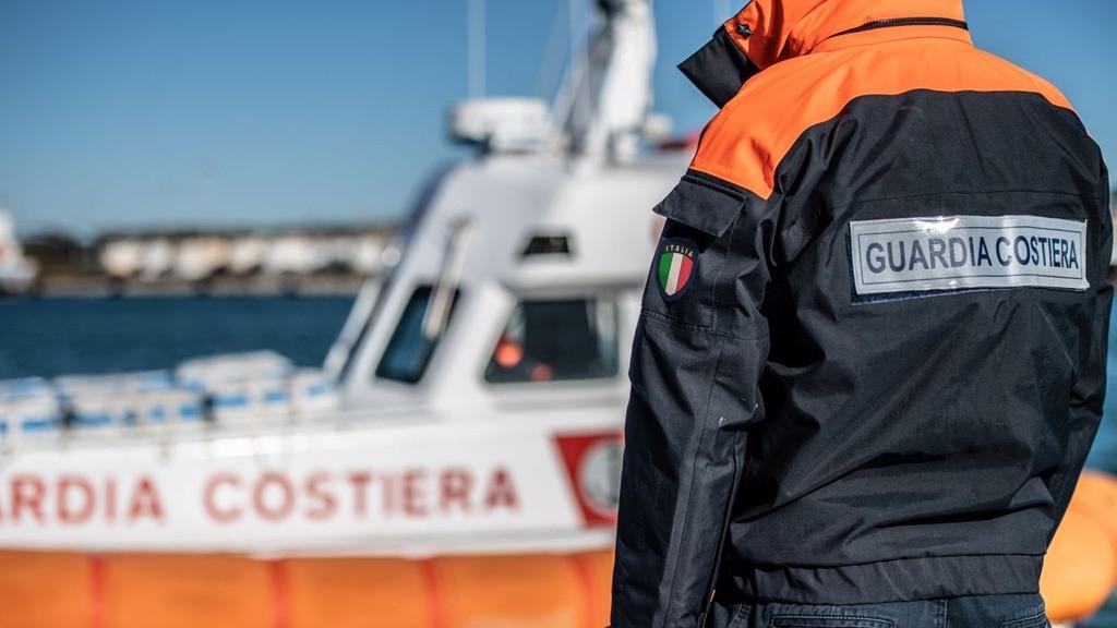 Vibo Valentia, Guardia costiera salva bagnante in difficoltà