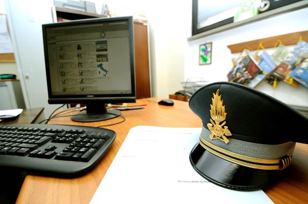 Pirateria a Siracusa, software illegali: una denuncia e sequestri
