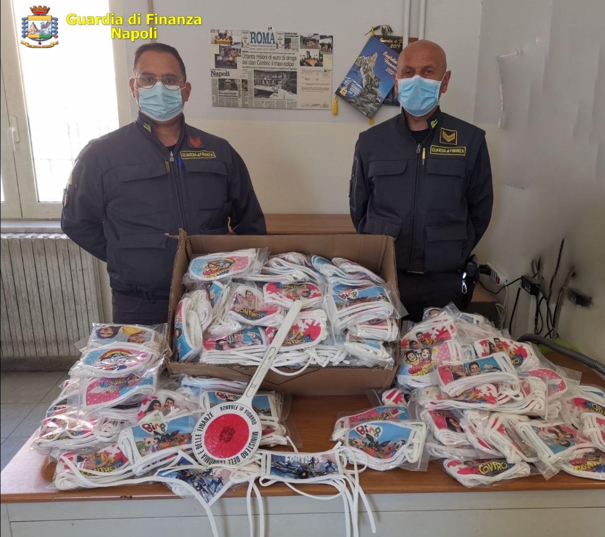 La Finanza sequestra a Napoli mascherine per bambini contraffatte