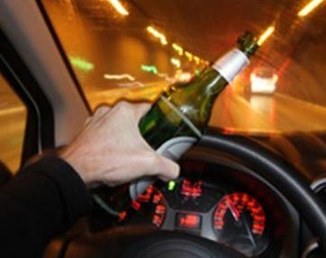 Ubriaco sfreccia in auto tra i pedoni a Castelvetrano: arrestato