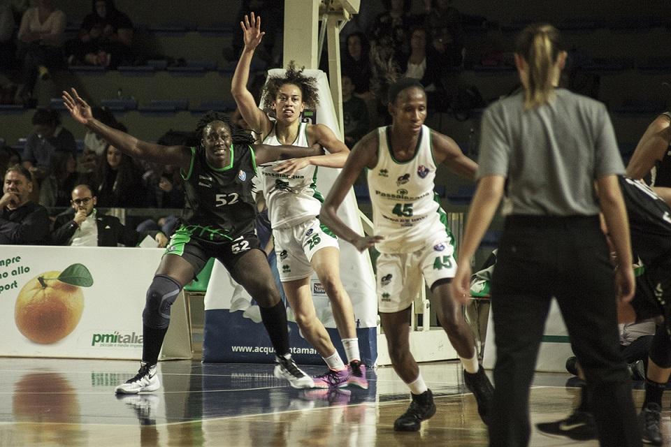 Basket, la Passalacqua Ragusa fa il colpaccio a Vigarano: quarta vittoria di fila