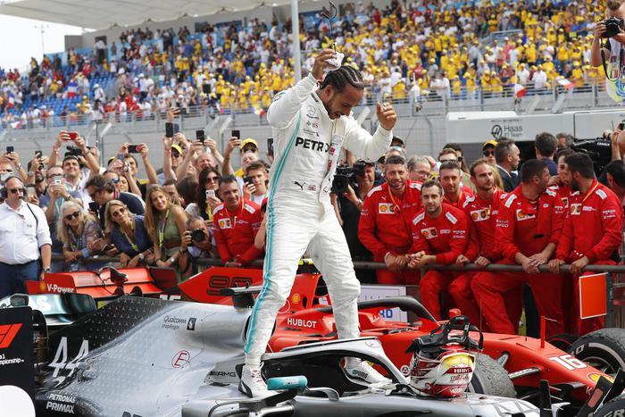 Formula 1, in Francia è doppietta Mercedes: terzo posto per Leclerc