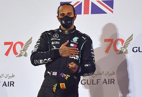 Formula 1, Hamilton salta il Gp del Bahrain: è positivo al coronavirus