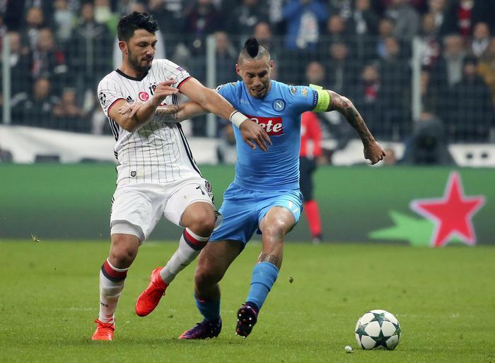 Il Napoli resiste al Besiktas, Hamsik risponde al rigore realizzato da Quaresma