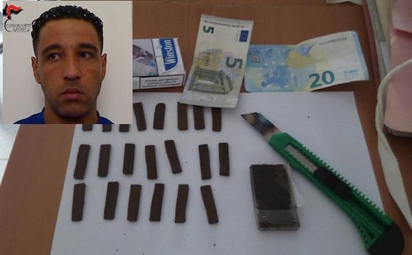 Modica, beccato in flagrante con droga pronta allo spaccio: preso