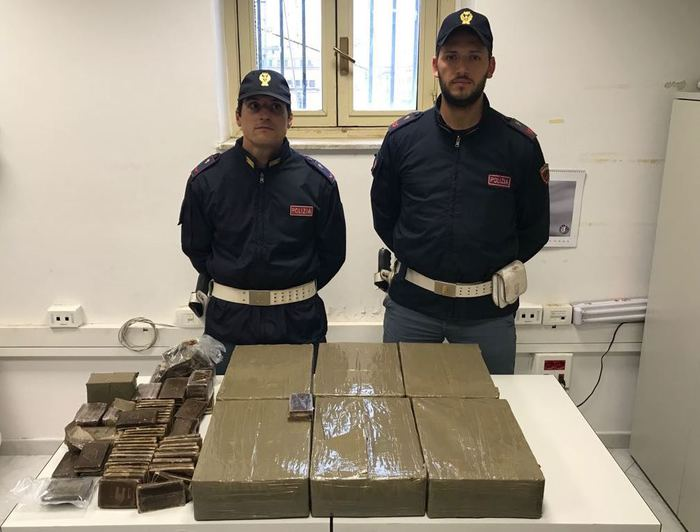 Palermo: sequestrati 70 chili di hashish, arrestati 4 corrieri della droga