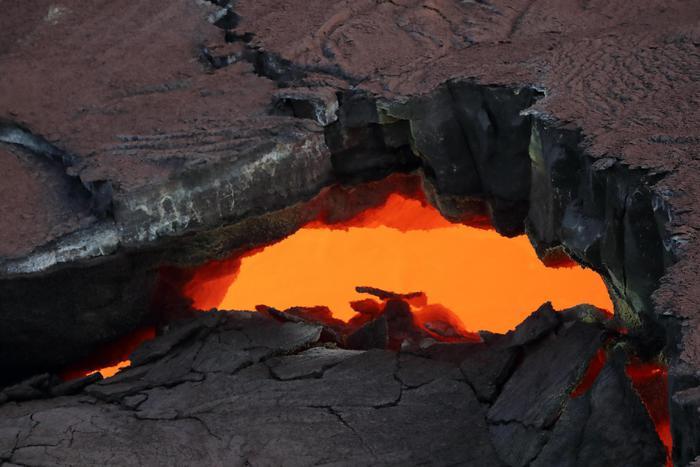Hawaii, erutta il vulcano: evacuazione della zona